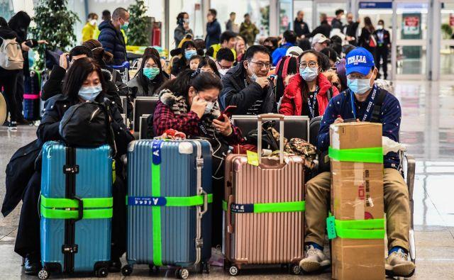 Izredno stanje WHO omogoča, da svetuje, naj se ljudje izogibajo potovanjem v določene države ali območja. FOTO: AFP