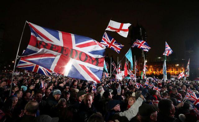 Množice ljudi so brexit pričakale v središču londonskega Westminstra. Foto: Simon Dawson/Reuters