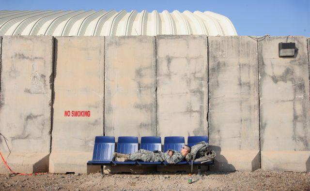 Ena izmed vojaških baz ob letališču v Bagdadu. FOTO: Jure Eržen