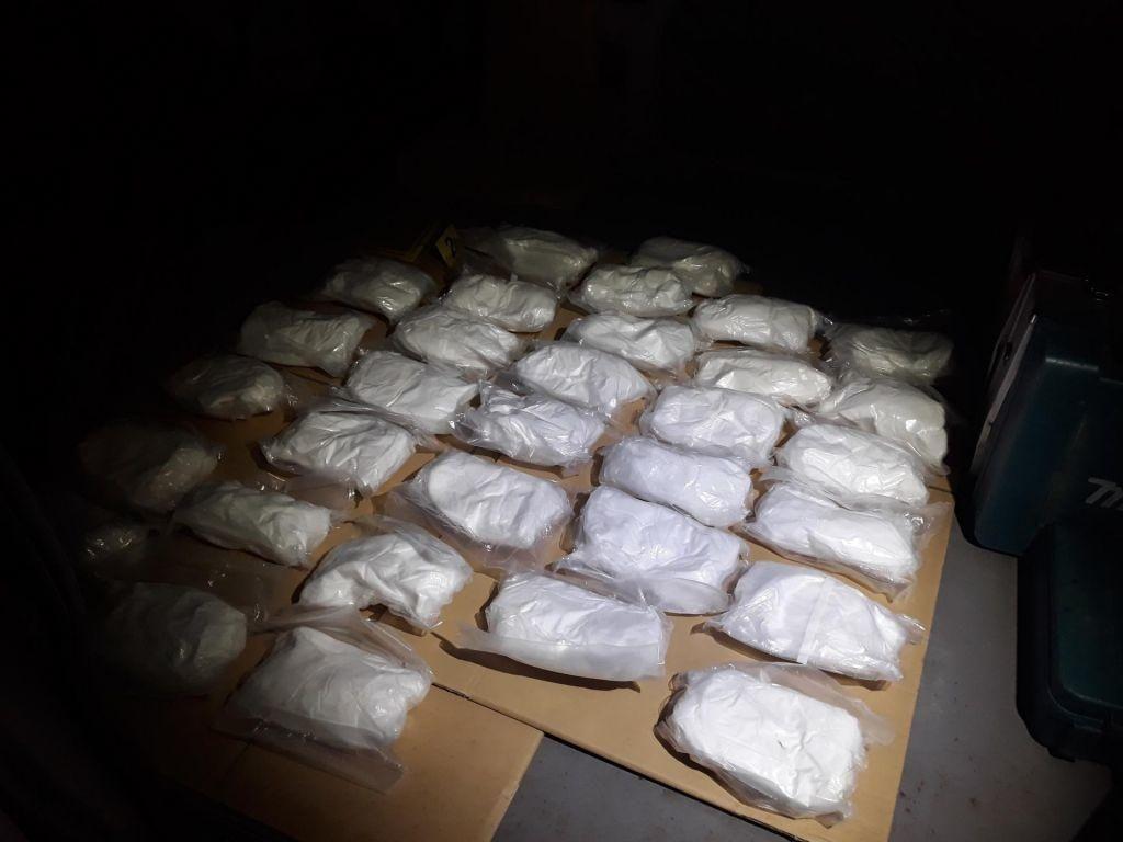 Sodišče: 17 osumljencev grosistične proizvodnje mamil ostaja v priporu