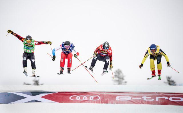 Nemec Daniel Bohnacker, Švicar Ryan Regez in Kanadčana Kevin Drury in Brady Leman minuli konec tedna na Švedskem. FOTO: Tt News Agency via Reuters