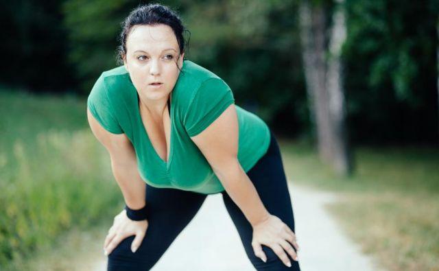 Dokler ne preseže vsaj 40, kar je mimogrede že kar konkretna debelost, se bolnikom odsvetuje izgubljanje telesne teže z dietami.Foto: Shutterstock