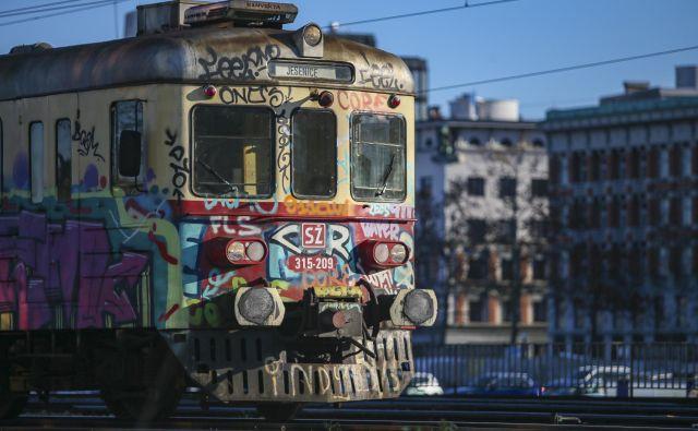 Če redni uporbaniki menijo, da storitve Slovenskih železnic niso nič posebnega, naj začnejo spremljati dogajanje v državnih železnicah južno od nas in slika nenadoma ne bo več tako črna. FOTO: Jože Suhadolnik