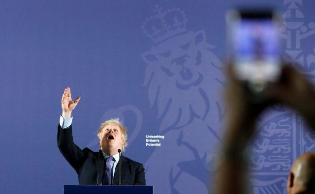 Boris Johnson med govorom na kraljevem mornariškem kolidžu v londonskem Greenwichu. FOTO: Frank Augstein/AFP