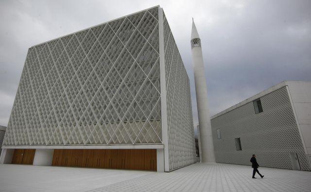 »Po včerajšnjem ogledu Muslimanskega kulturnega centra v Ljubljani pa lahko odkrito priznam, da sem bila nad arhitekturno rešitvijo navdušena,« v komentarju piše Manja Pušnik. FOTO: Blaž Samec