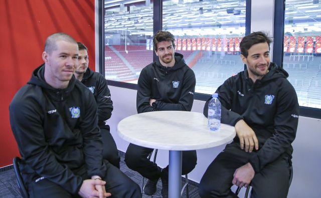 Zbor slovenske hokejske reprezentance. FOTO: Jože Suhadolnik
