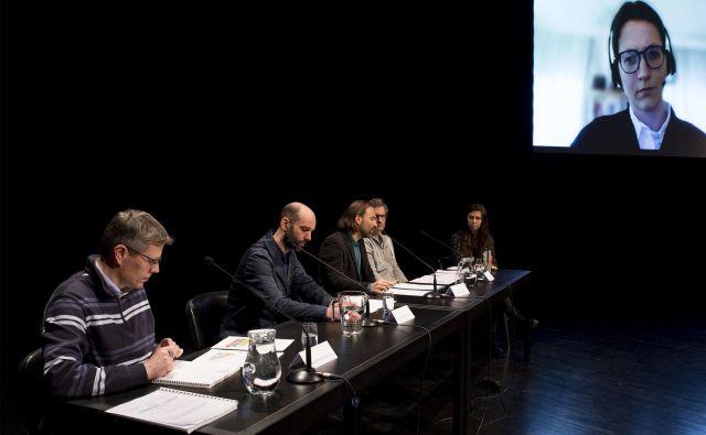 Stane Merše, Jure Vetršek, Marko Peterlin, Andrej Gnezda, Nika Tavčar in Bojana Bajželj (prek videoklica). FOTO: Nejc Trampuž