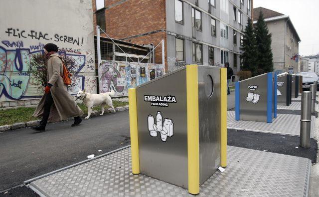 V središču mesta prevladujejo podzemne zbiralnice, v stanovanjskih naseljih naj bi dobili nadzemne zabojnike. FOTO: Blaž Samec/Delo