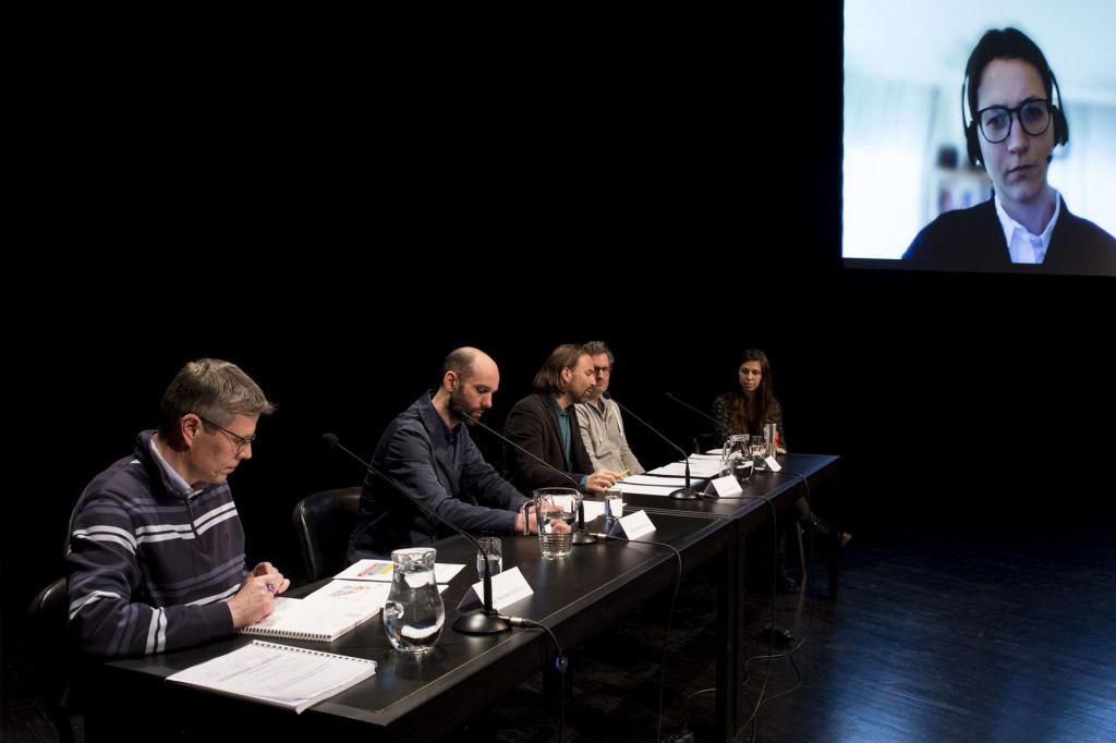 FOTO:Slovenija bi morala zmanjšati emisije za 60, ne 36 odstotkov