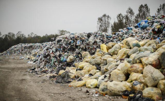 Kupi plastičnih odpadkov, ki bi šli v sežig, bodo še nastajali. FOTO: Uroš Hočevar/Delo