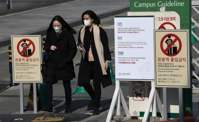 Koronavirus je prišel tudi v Južno Korejo, tam je šestnajst okuženih. FOTO: Jung Yeon-je/AFP