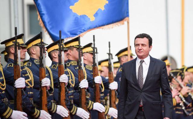Preizkusni kamen za novega premierja bo tudi sojenje nekdanjim borcem Osvobodilne vojske Kosova osumljenim za vojne zločine, ki jih ljudje slavijo kot narodne heroje. FOTO: Armend Nimani/AFP