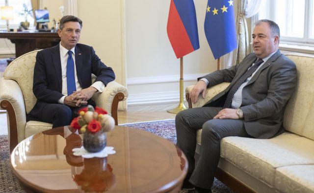 Danijel Krivec je po srečanju s predsednikom Borutom Pahorjem za medije ohranil splošne tone, konkretnejše besede o odločitvi znotraj SDS je napovedal za petek. FOTO: Voranc Vogel/Delo