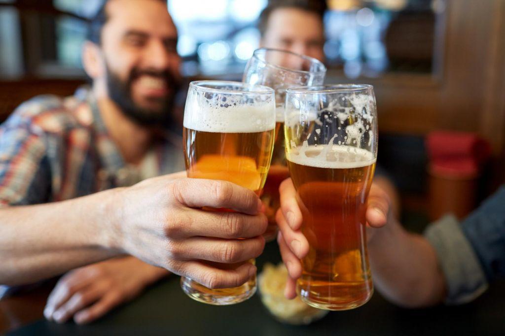 Ali pivo po vadbi dejansko izniči ves trud
