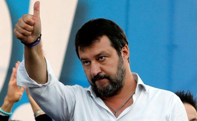 Matteo Salvini je lani na Bazovici izjavil, da so otroci, ki so umrli v Auschwitzu, enaki otrokom, ki so umrli v fojbah, za vzporejanje z žrtvami fašizma ni našel besed. FOTO: Remo Casilli/Reuters