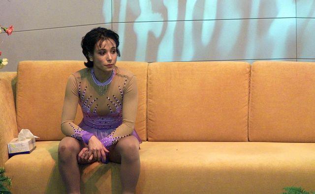 Sarah Abitbol ob osvojitvi tretjega mesta v prostem programu na evropskem prvenstvu v umetnostnem drsanju v Bratislavi leta 2001. V avtobiografiji je objavila, da jo je trener spolno zlorabljal med letoma 1990 in 1992. FOTO: Olivier Morin/AFP