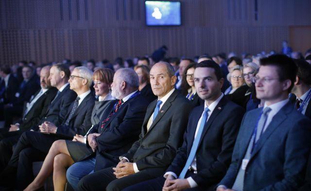 Predsednik republike Borut Pahor, čigar osnovno vodilo delovanja je, to rad poudarja, povezovalnost, bo po pogovorih s predstavniki poslanskih skupin mandat za sestavo nove vlade poskušal podeliti Janezu Janši. Če ga bo ta seveda sprejel. FOTO: Jure Eržen