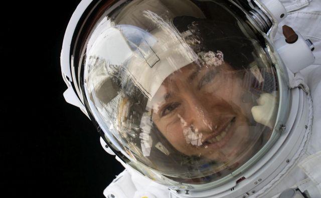 Astronavtka Nase Christina Koch je bila tokrat prvič v vesolju. Zamenjala je nekaj sostanovalcev, opravila kup poskusov in vzdrževalnih del, na postaji pa je 29. januarja praznovala tudi svoj 41. rojstni dan. FOTO: Nasa/AFP