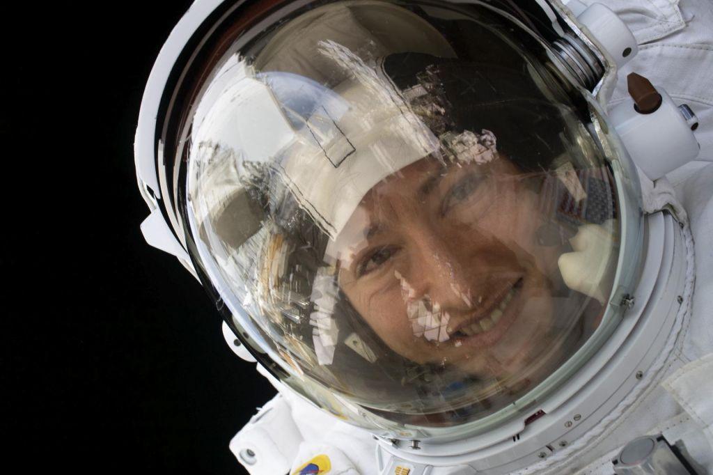 FOTO:Rekorderka med astronavtkami o vonju rje in pričakovanju prve vroče prhe po 11 mesecih