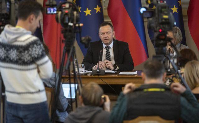 Borut Pahor je podpisal ukaz o imenovanju Roberta Šumija za predsednika KPK. FOTO: Voranc Vogel/Delo