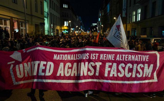 Protesti proti liberalni FDP in skrajni desnici v Berlinu.Foto: John Macdougall/Afp