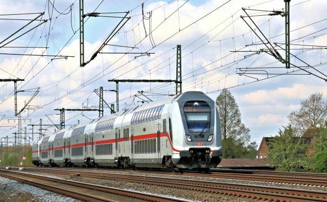 Z Bombardierjevimi nadstropnimi medkrajevnimi vlaki Nemci niso najbolj zadovoljni. FOTO: Wolfgang Klee/DB