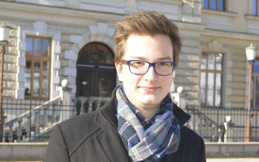 Kdo je novi France Prešeren? Sedemnajstletni Dominik Podlogar
