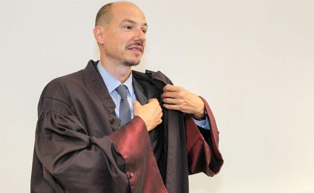 Odvetnik Blaž Kovačič Mlinar zastopa družbo Cratos, obtoženo trgovine z ljudmi in drogami. FOTO: Marko Feist