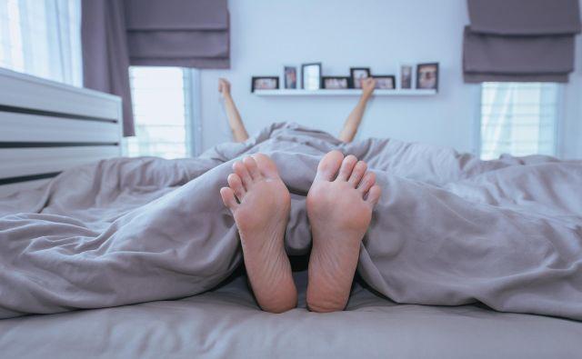 Notranja ureditev spalnice vam lahko krati spanec. FOTO: Shutterstock