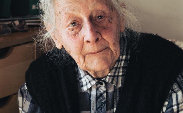 »Ko sem leta 1956 prišla v Idrijo, je Scopoli veljal za površnega in neodgovornega zdravnika. Začela sem zbirati te drobtinice, ki so bile razsute po vseh kotičkih,« pravi Marija Bavdaž. FOTO:Anja Intihar