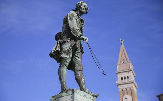 Spomenik najslavnejšemu Pirančanu,skladatelju, violinistu in pedagogu Giuseppeju Tartiniju so odkrili 2. avgusta leta 1896. FOTO: Jože Suhadolnik/Delo
