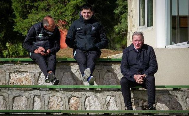 Milan Mandarić (desno) je budno spremljal vsak korak moštva, ob njem pa sta bila ves čas nepogrešljiva sodelavca Boštjan Gasser (levo) in Marko Čepelnik. FOTO: Aljoša Juhart/NK Olimpija