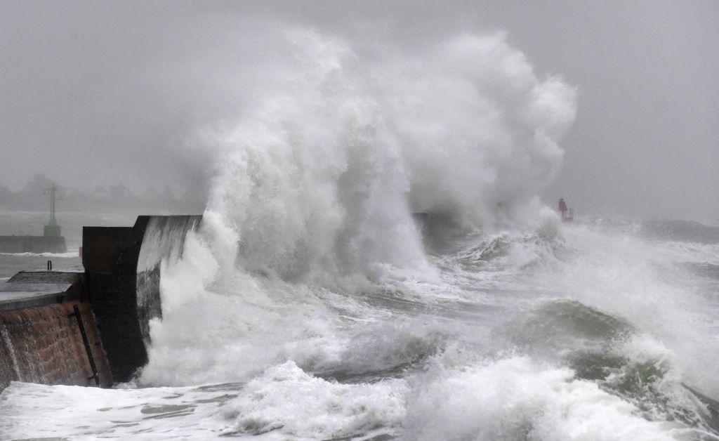 FOTO:Arso izdal oranžno opozorilo, severno Evropo zajela nevihta Ciara