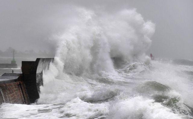 Visoki valovi na zahodu Francije. FOTO: Fred Tanneau/AFP