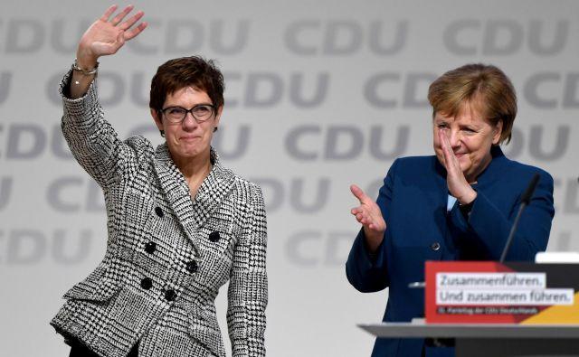 Predsednica CDU Annegret Kramp-Karrenbauer in kanclerka Angela Merkel. FOTO: Reuters