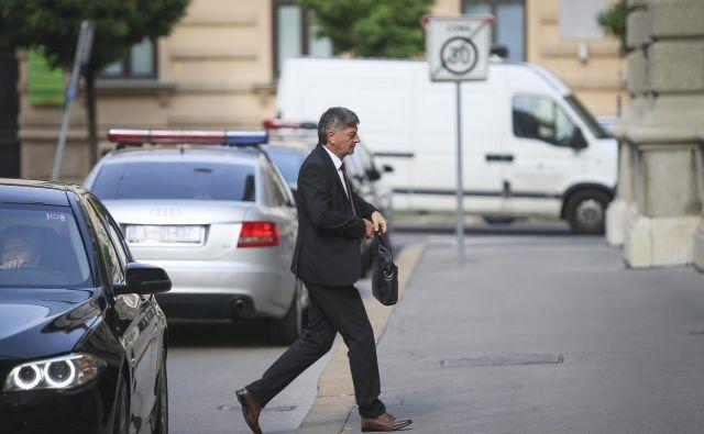 Minister za javno upravo Rudi Medved ne pričakuje večjih vsebinskih sprememb v obdobju, ko vlada opravlja le še tekoče posle. FOTO: Jože Suhadolnik/Delo