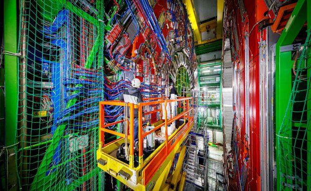 Kompaktni mionski solenoid (CMS), eden od dveh glavnih vsestranskih detektorjev, v velikem hadronskem trkalniku. Foto AFP