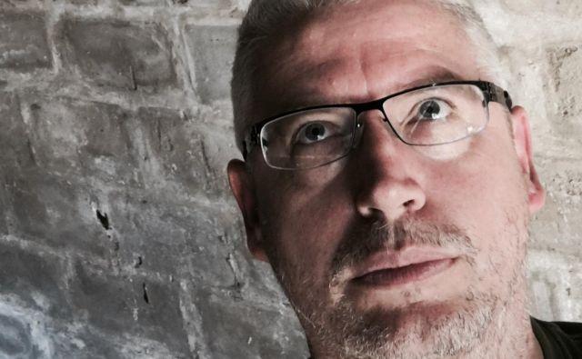 Pisatelj Simon Sellars je ustanovitelj vplivne spletne strani Ballardian.<br /> Foto osebni arhiv