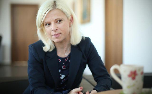 Ksenija Klampfer, ministrica za delo, družino, socialne zadeve in enake možnosti. FOTO: Jure Eržen/Delo