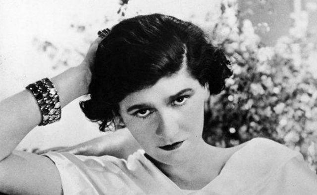 Francozi so njeno modno vrnitev zaradi očitkov o kolaboraciji z nacisti sprejeli zadržano, Britanci in Američani pa z navdušenjem. Njena zvezda je spet zasijala. In zadišala. Fotodokumentacija Dela