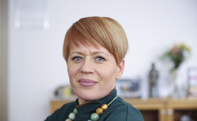 Aleksandra Pivec je pozvala k čim prejšnji sanaciji, predvsem pa k previdnosti pri pospravilu. FOTO: Jože Suhadolnik/Delo