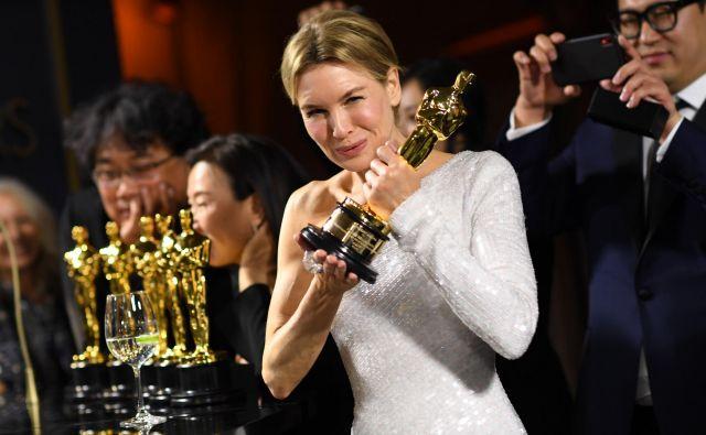 Renee Zellweger je Akademijo prepričala z vlogo v biografskem filmu Judy. FOTO: Valerie Macon/AFP