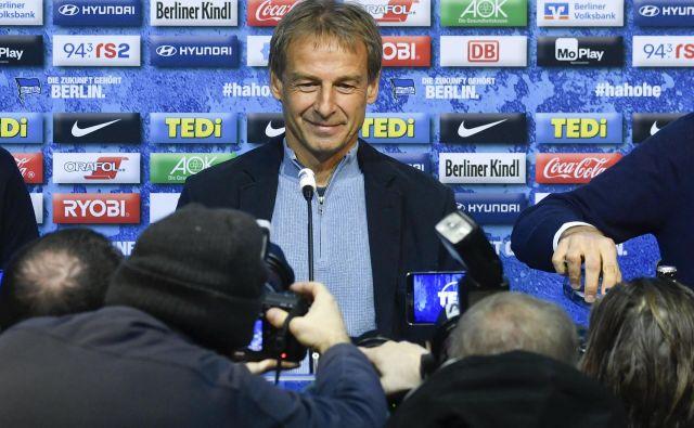 Jürgen Klinsmann je ob prihodu v Berlin izžareval zadovoljstvo, deset tednov pozneje je ugotovil, da v vodstvu kluba ni imel popolne podpore in je odstopil s položaja trenerja Herthe. FOTO: AFP