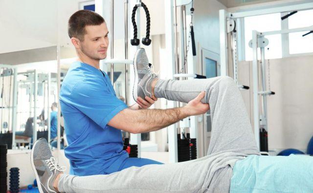 Fizioterapevt ni maser, a brez dovršene taktilne sposobnosti v fizioterapiji res ne gre. Foto: Shutterstock