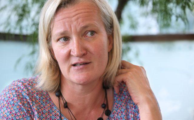 Urša Opara Krašovec pravi, da je postala <em>persona non grata</em> samo zato, ker je opozarjala na slabe prakse in nepravilnosti: »In na to sem ponosna.« FOTO: Igor Zaplatil/Delo