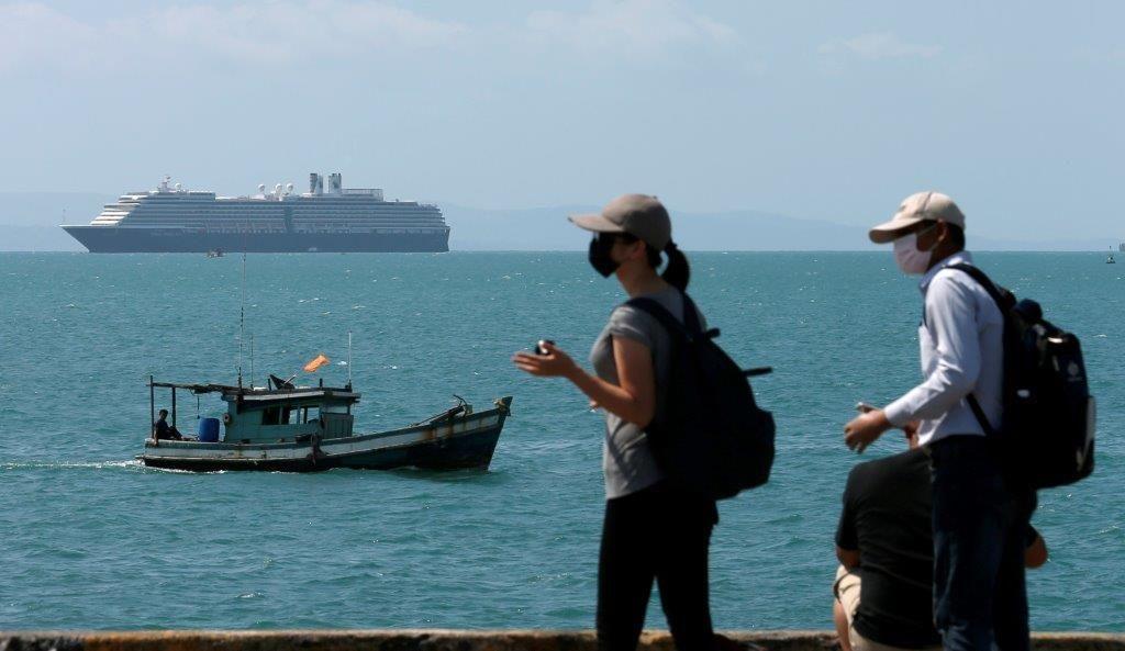 Koronavirus nevaren tudi za posle na morju