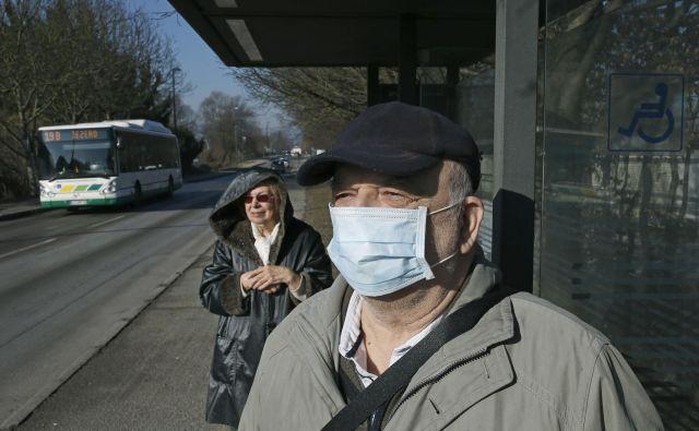 Strokovnjaki upajo, da je širjenje gripe začelo upadati. FOTO: Blaž Samec/Delo