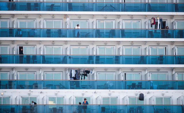 Ladjo Westerdam, na kateri je blizu 1500 potnikov, so zavrnili Tajska, Tajvan, Guam, Filipini in na koncu še Japonska. FOTO: AFP