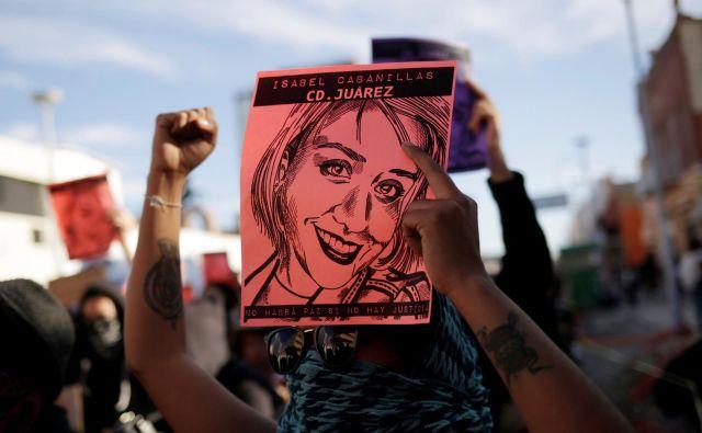 Neznanci so pred kratkim ubili tudi mehiško borko za pravice žensk Isabel Cabanilas. V Mexico Citiyu so bili tudi zaradi njenega umora protesti. FOTO: Jose Luis Gonzales/Reuters