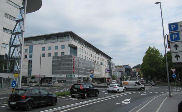 Cilj projekta je zgraditev manjkajočega segmenta bodoče kolesarske povezave, ki zaključuje načrtovano ureditev kolesarskega in peš nadhoda čez Titovo cesto. Foto: Arhiv Wikipedia